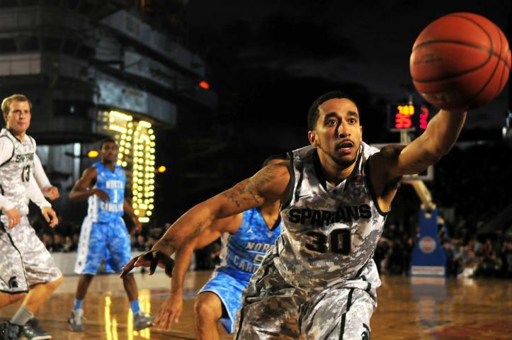 jogadores-em-um-lance-de-basquete