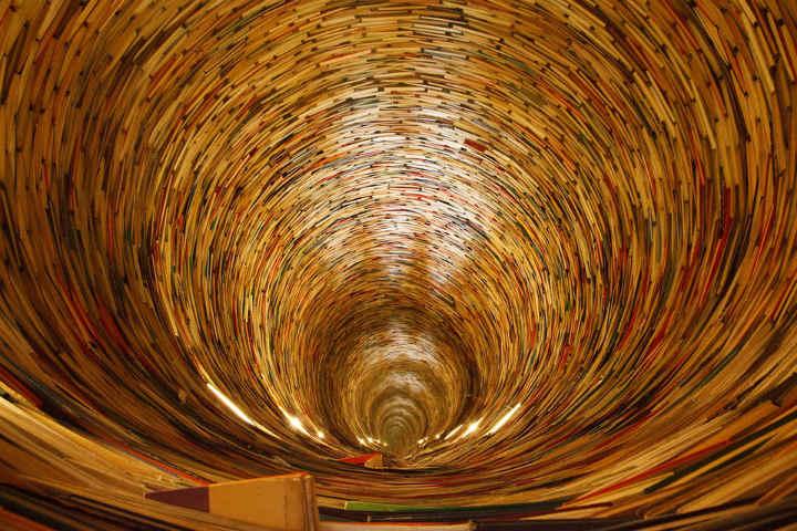 livros-que-formam-um-tornado