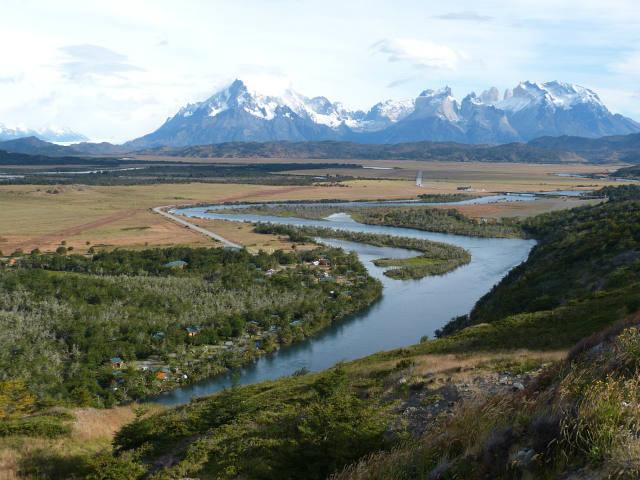 montanhas-natureza-rio-e-campo