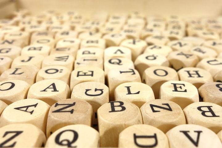 varias-pecas-com-letras