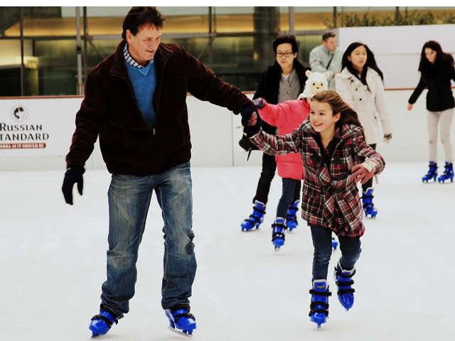 pai-e-filha-patinando