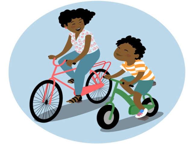 mae-e-filho-andando-de-bicicleta