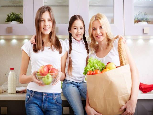 mulheres-com-comida-saudavel