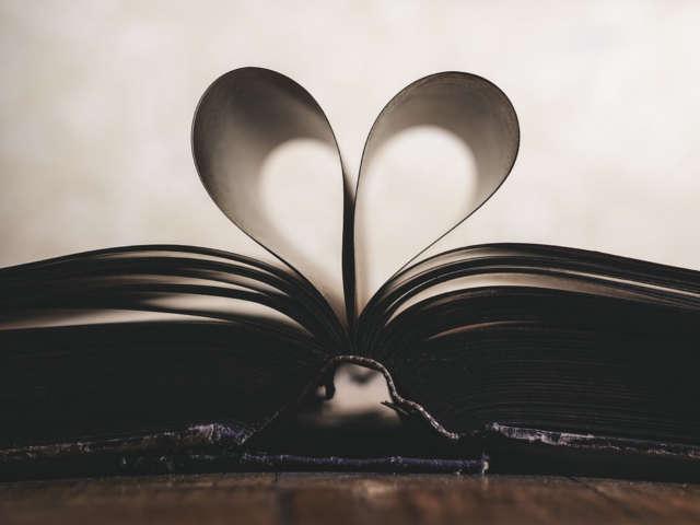 paginas-de-livro-em-formato-de-coracao