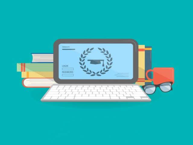 computador-e-livros-universitarios