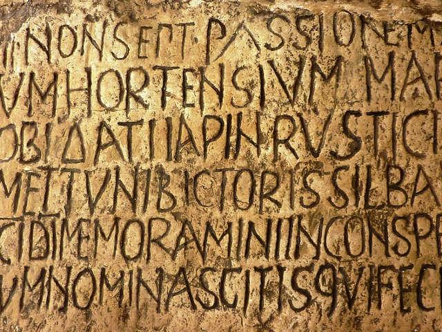 escrita-em-latim