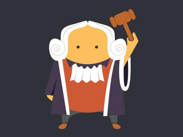 juiz-segurando-martelo