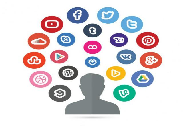 pessoa-e-redes-sociais